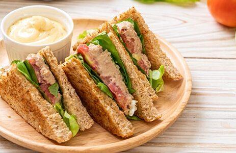 Диетические сэндвичи с тунцом и шпинатом